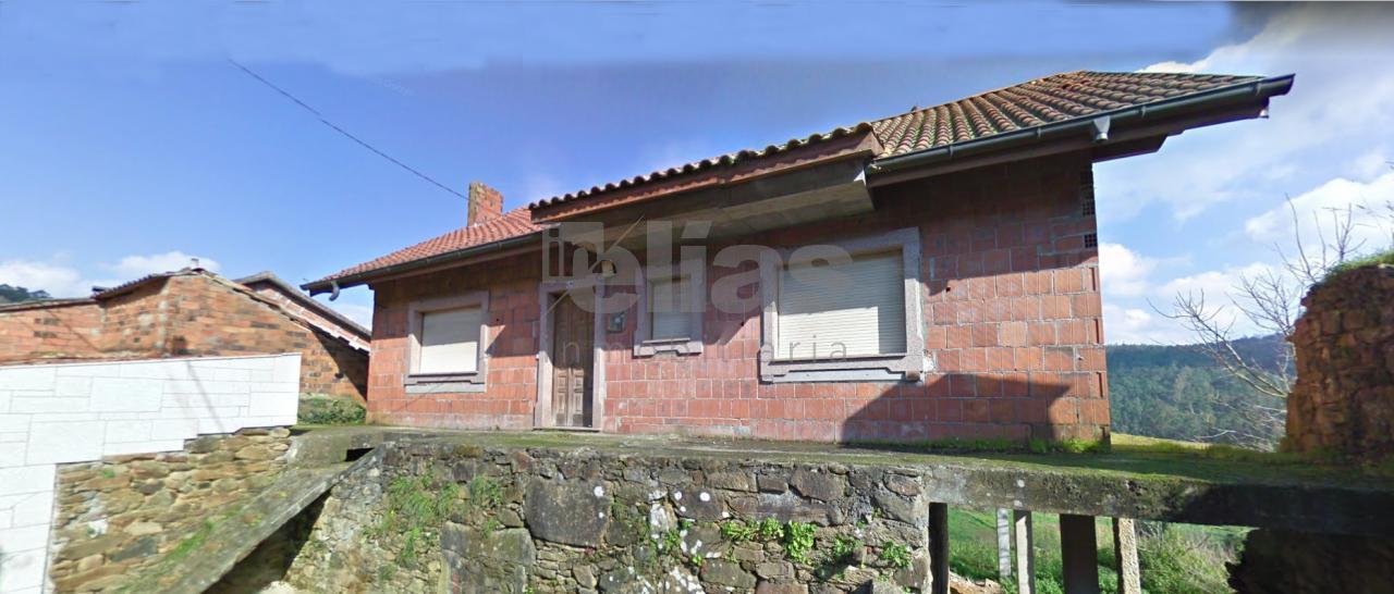 Casa en venta en Cesullas – C000504