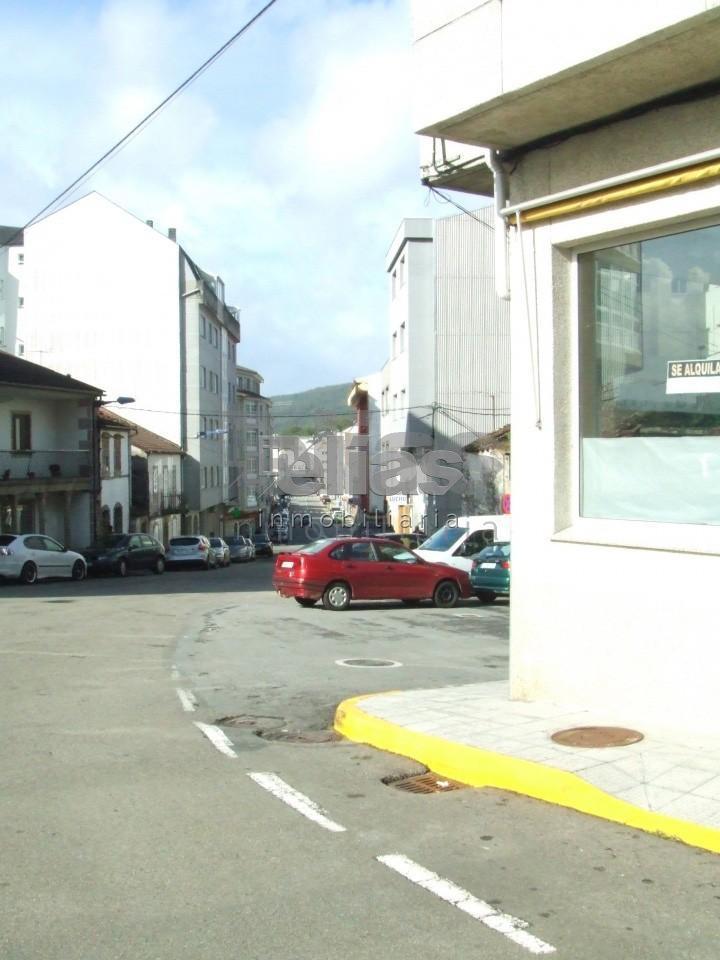 Local en alquiler en Ponteceso – L000065