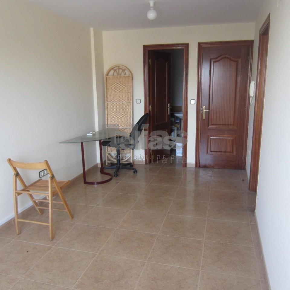 Local en alquiler en Ponteceso – L000045