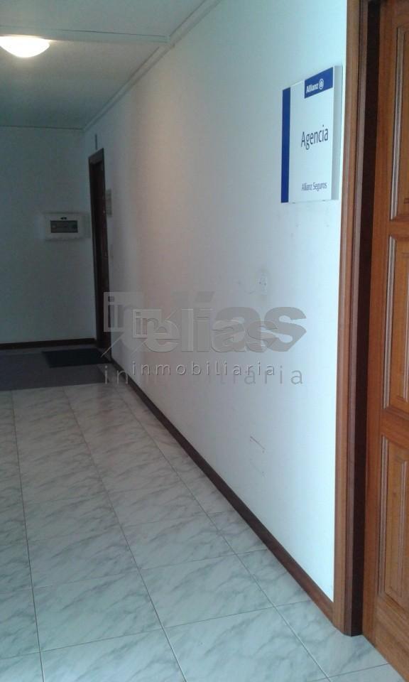 Local en alquiler en Ponteceso – L000036